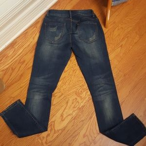 Nine Planet Jeans - Distressed skinnies